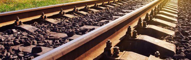 Bahngleise von Gayvoronskaya_Yana Lizenzfreie Stockfotonummer: 301919438